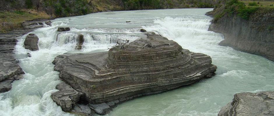 cascada-paine-patagonia-tours